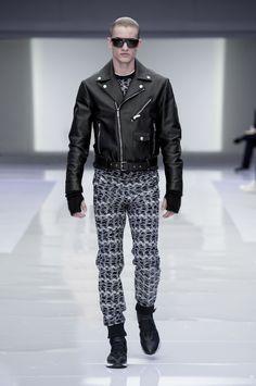 Look 55 - #Versace Men's Fall/Winter 2016 fashion show. #VersaceMenswear