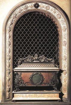 Гробница Пьетро и Джованни Медичи. 1469-72 гг. Андреа дель Верроккьо. Мрамор, порфир, бронза. Сан Лоренцо, Флоренция.