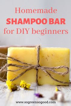 DIY Natural Shampoo Bar Recipe for Beginners This beauty recipe is perfect for those of you who never made a shampoo bar before as I replaced lye used for saponification. Diy Shampoo, Organic Shampoo, Lush Shampoo Bar, Organic Soap, Diy Cosmetic, Homemade Soap Recipes, Homemade Facials, Homemade Beauty Products, Belleza Natural