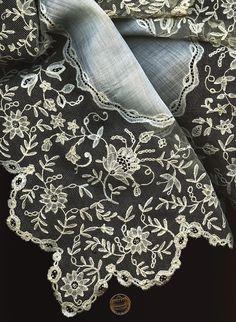 19th C. Antique Brussels Bobbin Lace  Handkerchief   Collectors  Wedding