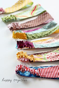 double sided headband//Quick and easy, so long as the computer doesn't go out on your sewing machine or you have to resurrect one from 1960. Doesn't take lots of fabric either!