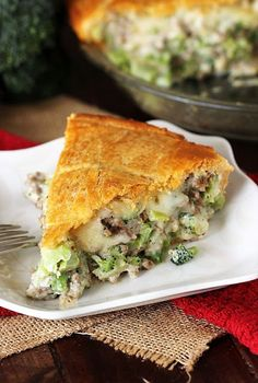 Slice of Ground Beef Broccoli Pie with Crescent Roll Crust Image Broccoli Pie Recipe, Easy Meat Pie Recipe, Chop Meat Recipes, Ground Meat Recipes, Beef Brocoli, Broccoli Beef, Beef And Mushroom Pie, Recipes Using Crescent Rolls