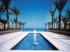 Vijf sterren Hotel Shangri-la's Barr Al Jissah Resort & Spa in Oman. Dit superluxe hotel ligt in een baai met geweldig uitzicht over de Golf van Oman.    #Oman #hotel #zon #zee #strand #luxe     http://www.hotelkamerveiling.nl/hotels/oman/hotel-masqat/shangri-la-al-waha/veiling-9-dagen.html