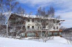 ホテルグランフェニックス奥志賀は上信越高原国立公園を眺められるホテル 冬の時期でもウィンタースポーツを楽しむ方がたくさんいらっしゃるホテルなんですよ 真っ白な雪景色写真は2月末頃の風景です ホテルの中はヨーロピアンな感じのロッジ風 でも高級な雰囲気もありますよ静かで良い所です 夏場は避暑地としてたくさんの方がご利用されるのだとか これからの季節もゆっくりとした時間をお過ごしになりたい方はぜひホテルグランフェニックス奥志賀をご利用ください(_) tags[長野県]