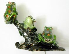New 3 Enameled Frogs on a Branch Metal Trinket Box Magnet Close Rhinestone Eyes