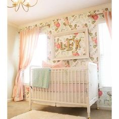 Flowers inspired wallpaper | Nursery and kids room decor | Wallpaper and wall design | Ideas, tips and inspiration