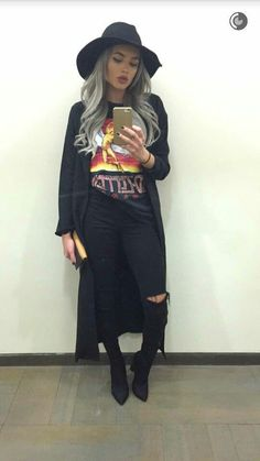 Look this look! Grab a classic Led Zeppelin graphic tee with a long black duster coat and black skinny jeans! Look this look! Grab a classic Led Zeppelin graphic tee with a long black duster coat and black skinny jeans! Edgy Outfits, Mode Outfits, Grunge Outfits, Fashion Outfits, Womens Fashion, Hipster Outfits For Women, Fashion Tips, 90s Grunge, Outfits With Hats