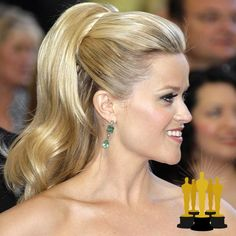 Oscars The Best Red Carpet Updos - Reese Witherspoon - click through to see more hair inspiration! Oscar Hairstyles, Celebrity Hairstyles, Diy Hairstyles, Red Carpet Hairstyles, Hairstyles 2018, Hollywood Glamour Hair, Red Carpet Updo, Reese Witherspoon Hair, Oscar 2017