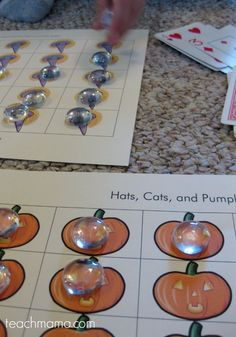 This fun fall activity for kids is a great learning activity for fall that features hats, cats and pumpkins! We're counting hats, cats, and pumpkins with this halloween grid game! This fun Halloween idea is a great way to take a seasonal item and turn it into a fun learning activity for kids! #teachmama #halloween #fall #fallactivity #kidsactivity #learningactivity #halloweengames #learn #counting #autumn #pumpkin #game