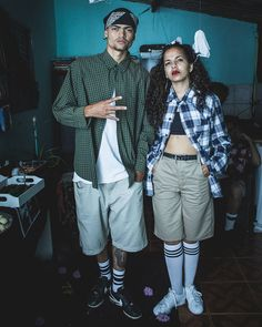 ideas mexican street art style for 2019 Estilo Gangster, Gangster Style, Cholo Style, Couple Halloween Costumes, Halloween Outfits, Girl Costumes, Cholo Costume, Estilo Chola, Prison Outfit