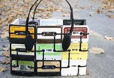 Tasche aus Audio-Kassetten Anleitungsvideo http://www.instructables.com/id/How-to-make-Tape-Cassette-Purses-1/