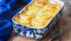 Gratin Dauphinois is a great fall dish to warm the soul 😋 Chefs, Classic French Dishes, Potatoes Au Gratin, Fall Dishes, Mashed Potato Recipes, Seasonal Food, Vegetable Recipes, Casserole Recipes, Turkish Recipes