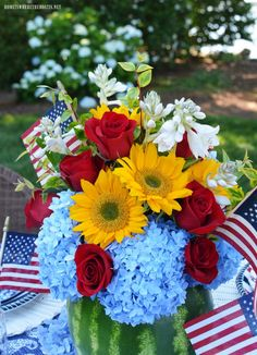 Watermelon Centerpiece, Memorial Day Celebrations, Flower Centerpieces, Fourth Of July, Floral Design, Table Settings, Bloom, Diy Projects, Vase
