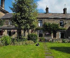 Rosegarth is a charming cottage in the heart of the Derbyshire Dales, close to the Peak District. Situated within walking distance of Matlock town centre, bus station, train station and all its amenities. Bed & Breakfast with 2 rooms, £65-£70 prpnb