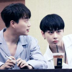 Dujun Junhyung - Beast 160729 | Highlight Fansign Daejeon Yong Jun Hyung, Daejeon, Kpop Guys, Take My Breath, One Moment, K Idols, A Good Man, Rapper, Beast