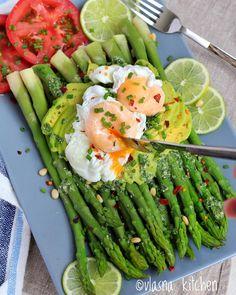 Asparagus salad with avocado
