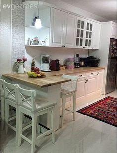 İki çocuk annesi İlknur hanım aynı zamanda kendi değimiyle mutfağının şefi.. Mutfak böyle güzel olunca, mutfakta zaman geçirmek de keyifli oluyor tabi. Mutfağını yaptırdığı süreçte oldukça kararsı... #Simples