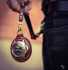 handmade leather housing that turns your Luminor Panerai wrist watch into a pocket watch (design by rinascita concepts) Cool Watches, Watches For Men, Crea Cuir, Leather Projects, Leather Accessories, Leather Jewelry, Leather Tooling, Leather Bags, Black Leather