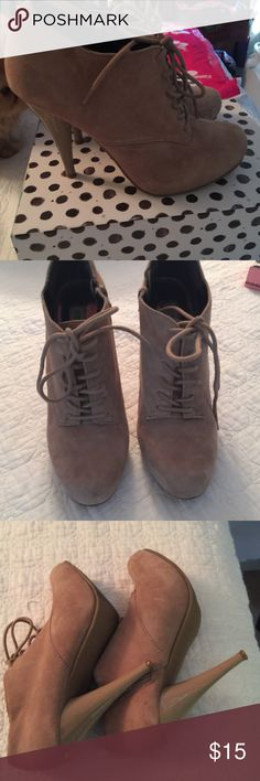 Steve Madden Trikki platform shoes SIze 7, tan leather, platform, lace- up shoes, Steve Madden Real leather!! Super cute!! Small scratch on each top of heels. Steve Madden Shoes Ankle Boots & Booties