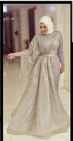 hijab dress's, hijabfashion Pin: hijab dress's, hijabfashion Pin: Open back emerald green high neck couture dresses with long sleeve Tesettür Söz Elbisesi Modelleri Tesettür Söz Elbisesi Modelleri Hijab Outfit, Hijab Prom Dress, Hijab Gown, Hijab Evening Dress, Hijab Style Dress, Hijab Wedding Dresses, Muslim Dress, Evening Dresses, Dresses For Hijab