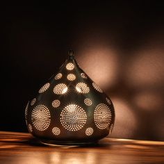 Teardrop Shaped Table Lamp made from Nickel par ARTEMANOdotCA