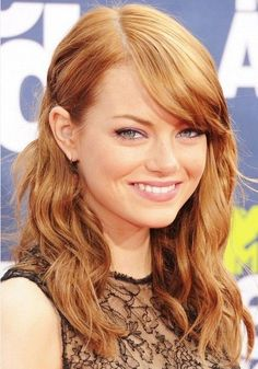 Side-Parted Curly Hair - Emma Stone Hairstyles