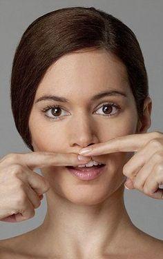Bu hareketi günde iki kez yapın! İnanamayacaksınız Facial Yoga, Facial Massage, Lip Plumber, Lip Wrinkles, Cool Makeup Looks, Face Exercises, Beauty Care, Beauty Makeup, Beauty Hacks