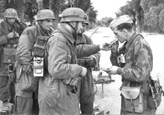 """demons: """" Fallschirmjäger on a smoke break """" Ahhh YES! One of my favorites from the Tunisia campaigns! Further pictures from this session can be found here and here."""