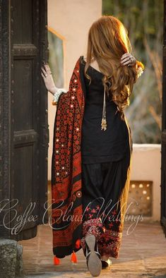 Source by Dresses Stylish Dresses For Girls, Stylish Dress Designs, Designs For Dresses, Simple Dresses, Beautiful Pakistani Dresses, Pakistani Dresses Casual, Pakistani Dress Design, Black Pakistani Dress, Pakistani Girl