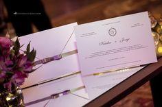 Convite de casamento elegante: papel telado de alta gramatura.
