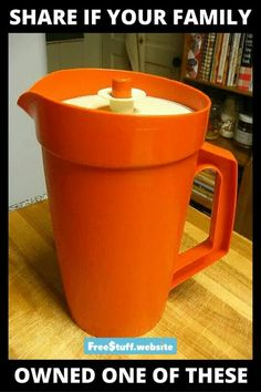Tupperware Pitcher - not only does it make me want kool aid.I still have the kid sized tupperware tea set, now it lives in my boys play kitchen :) My Childhood Memories, Great Memories, Childhood Toys, School Memories, Childhood Friends, Vintage Tupperware, Oldies But Goodies, Kool Aid, Good Ole