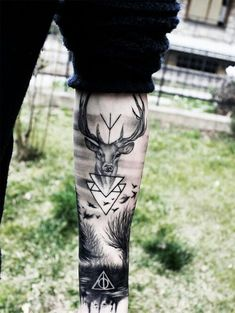 45 inspirierende Wald Tattoo-Ideen tattoo - tattoo quotes - tattoo fonts - watercolor tattooSource d Forest Tattoos, Nature Tattoos, Body Art Tattoos, New Tattoos, Sleeve Tattoos, Tattoos For Guys, Harry Potter Tattoos Sleeve, Forest Tattoo Sleeve, Tatoos