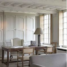 Perfect Belgian design - source #belgianpearlsblog architect -#francoisxaviervandamme #belgian #beams #shutters #study #bookcase #interior #interiordesign #interiorblog #minniepetersblog #decor