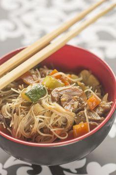 Fideos de arroz con verduras. Receta asiática con Thermomix