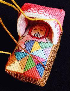 """Тихая комната: """"Лялька в колыбельке"""" - вышитая игрушка-подвеска. Версия первая - """"Девочка в корзиночке""""."""