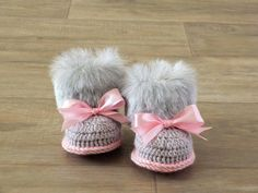 Fur Baby girl booties - Crochet booties - Baby girl gift - Faux Fur Booties - Newborn shoes - Pink and gray - Ugg style - Baby shower gift by HandmadebyInese on Etsy Crochet Baby Jacket, Crochet Baby Boots, Booties Crochet, Crochet Baby Clothes, Baby Booties, Baby Uggs, Baby Girl Shoes, Baby Girl Gifts, Crochet Gifts