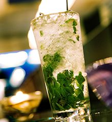 Cocktail Marunouchi - The subtle aroma of crushed fresh spearmint gives this peach liqueur and soda cocktail a pleasant, almost inspirational, taste.