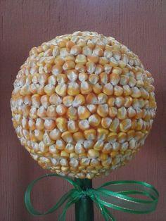 Topiario con maíz amarillo
