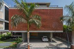 Brick Curtain House / Design Work Group