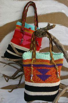 Nova Colecção 2014 marca nekka Pochete/Clutch a tiracolo em camurça ou em pele. c alça em pele , com pormenor em crochet, tudo fei...