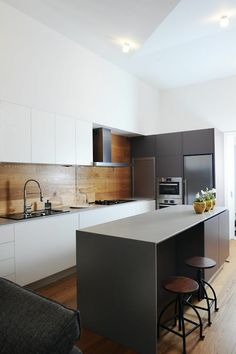 Fabulous Modern Kitchen Sets on Simplicity, Efficiency and Elegance - Home of Pondo - Home Design Kitchen Sets, New Kitchen, Kitchen Dining, Kitchen Decor, Wooden Kitchen, Kitchen Black, Timber Kitchen, Kitchen Modern, Kitchen Island