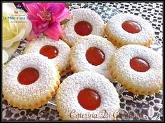 BISCOTTI OCCHIO DI BUE - ripieni di CONFETTURA ALL'ALBICOCCA con pasta frolla friabile Biscotti Cookies, Sicilian Recipes, Shortcrust Pastry, Dessert Recipes, Desserts, Shortbread, Doughnut, Christmas Cookies, Tea Party
