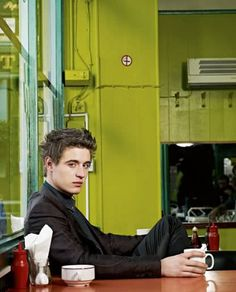 Max Irons Photo Gallery : theBERRY