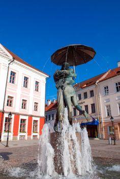Und Küsschen! Die dauerknutschenden Studenten auf dem Rathausplatz von Tartu sind ein beliebtes Fotomotiv.