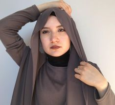 Modern Hijab Fashion, Street Hijab Fashion, Hijab Fashion Inspiration, Muslim Fashion, Turkish Hijab Tutorial, Simple Hijab Tutorial, Hijab Style Tutorial, Chiffon Hijab, Hijab Dress