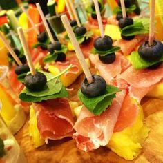 Appetizer(seasonal uncured ham pinchos(pineapple & blueberry)@my yoga friend's retreat in villa shirahama, day1③/前菜(季節の恵みで生ハムピンチョス(パイナップル&ブルーベリー)@yoga友のリトリート in villa