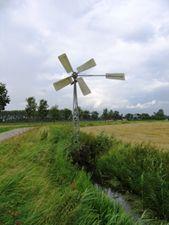 Cultuurhistorische atlas van het buitengebied van Dordrecht. Overzicht van landschappelijke of agrarische objecten in het buitengebied zoals voetpaden, oude sluisjes, overblijfselen van een eendenkooi of de zalmvisserij
