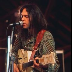 """rock-and-roll-will-never–die: """" quadropheniablues: """" Neil Young and his famous Gretsch White Falcon, the most beautiful guitar. Neil Young, Young Young, Rock Roll, Pop Rock, George Harrison, Woodstock, Beatles, Musica Country, Crosby Stills & Nash"""