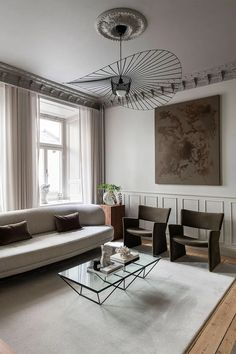 Home tour - a sophisticated turn-of-the-century Stockholm apartment Bed With Drawers Underneath, Deco Paris, Stockholm Apartment, Built In Bench, Classic Elegance, Pendant Lamp, Decoration, House Tours, Modern Furniture