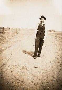 Bonnie Et Clyde, Bonnie Parker, Public Enemies, Gangsters, Old West, Rare Photos, Native American Indians, Old Pictures, Shadow Box